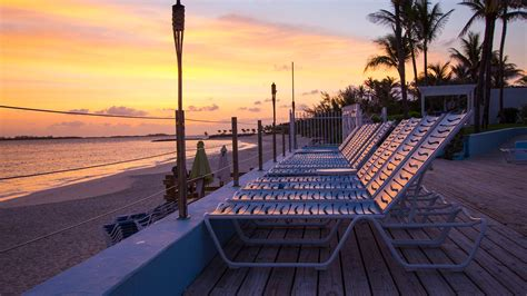 paradise island beach club hotels  bahamas
