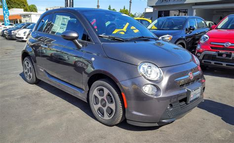 Fiat 500 Electric Review by Fiat 500e Review