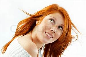 Rote Haare Grüne Augen : teenager m dchen mit roten haaren und gr nen augen blickte isoliert auf wei em hintergrund ~ Frokenaadalensverden.com Haus und Dekorationen
