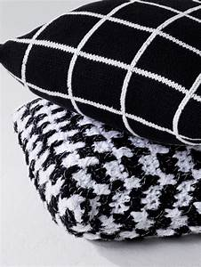 Schwarz Weiß Kissen : kissen im schwarz wei muster initiative handarbeit ~ Frokenaadalensverden.com Haus und Dekorationen