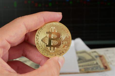 Tutorial passo a passo de como vender bitcoin através de uma exchange, no caso a bitcointrade e transferir para sua conta bancária em reais. Como transformar bitcoin em dinheiro de verdade