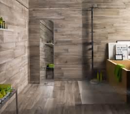 feinsteinzeug holzoptik bad fliesen in holzoptik ideen für bad wohnzimmer und küche