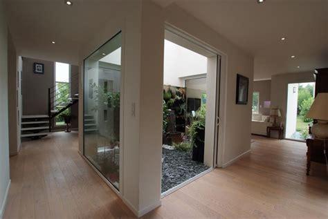cuisine en zinc maison avec patio intérieur liffré ami construction fr