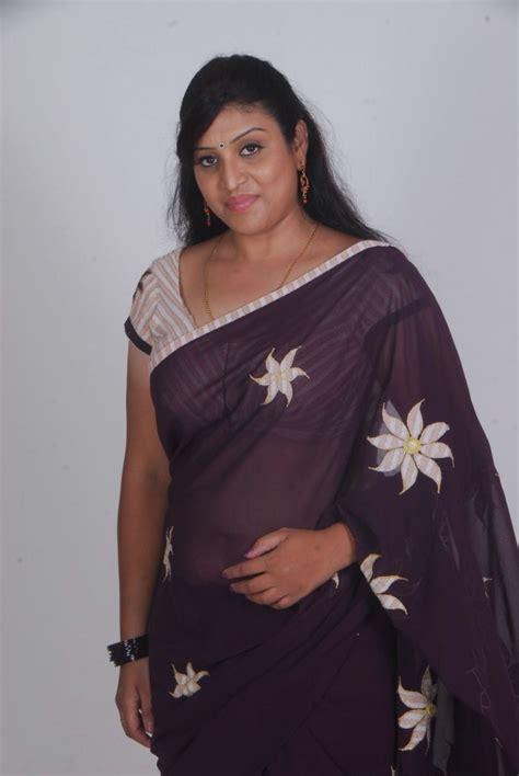 picture  uma telugu supporting actress hot saree