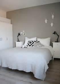 schlafzimmer skandinavisch schlafzimmer in grau und weiß skandinavisch eingerichtet schlafzimmer