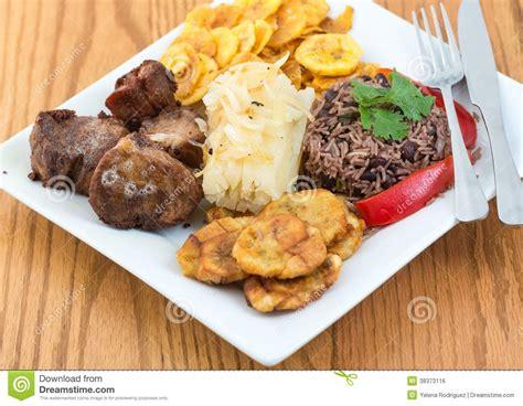 cuisine cubaine cuisine cubaine traditionnelle image libre de droits image 38373116