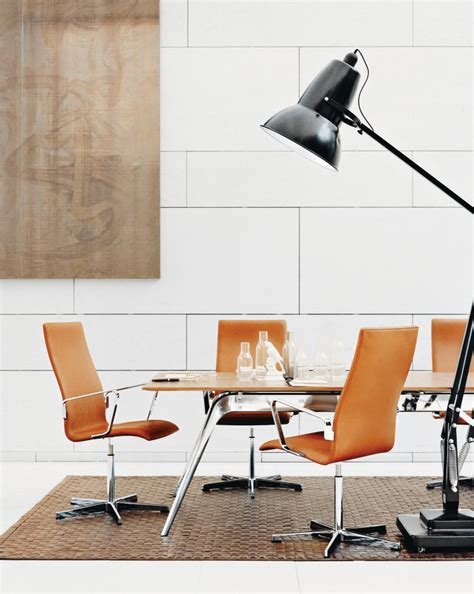 oxford chair pyramide design