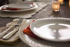 Wie Streicht Man Eine Decke : wie decke eine festliche tafel richtig justanswer blog ~ Buech-reservation.com Haus und Dekorationen