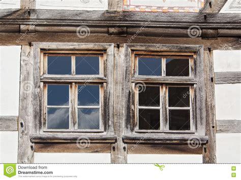 Zwei Fenster In Einem Fachwerk- Haus Stockbild