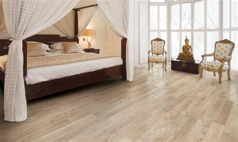 chambre flottante carrelage imitation parquet bois beige
