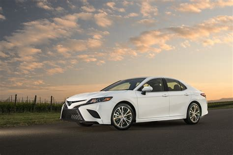 Camry Hybrid Hd Picture by 2018 Toyota Camry Detailed Ahead Of Summer Launch 56 Pics