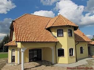 Was Ist Ein Erker : romana del villaggio farbe provencale fiammato rossa strohgelb bilder ~ Frokenaadalensverden.com Haus und Dekorationen