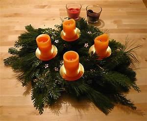 Deko Für Adventskranz : adventskranz mit deko adventskranz dekorieren meine ideen ~ Buech-reservation.com Haus und Dekorationen