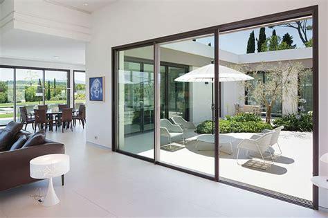 mirroir chambre baies vitrées pour maison contemporaine côté maison