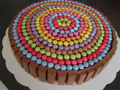 decorer un gateau avec des smarties g 226 teau tout chocolat au micro ondes pour 8 personnes recettes 224 table