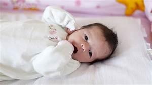 Photo De Bébé Fille : r ponse d expert comment calmer les coliques de mon ~ Melissatoandfro.com Idées de Décoration