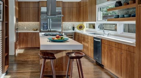 Hello and welcome to the décor outline photo gallery of kitchen island design ideas. cooktop on island. sink under window. double oven on a ...