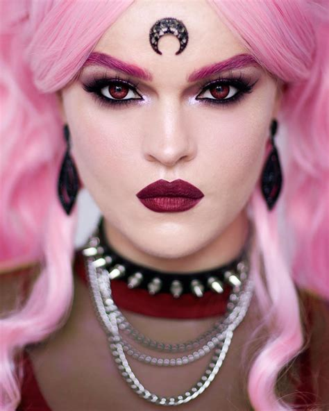 And Black Lady. Photo - This makeup artist transforms into ...