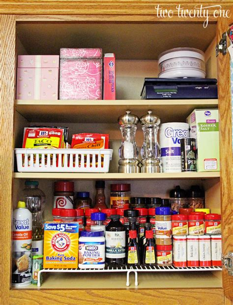 best way to organize kitchen cabinets and drawers ways to organize kitchen cabinets roselawnlutheran