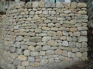 fuveau mur de soutenement en pierre seche o de pierres With extension maison en l 17 mur en pierre sache de pierres et de bois