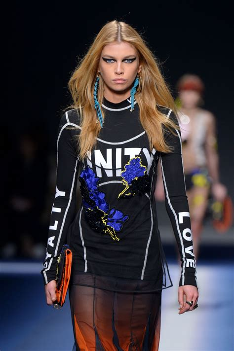 Stella Maxwell Walks the Runway During Milan Fashion Week ...