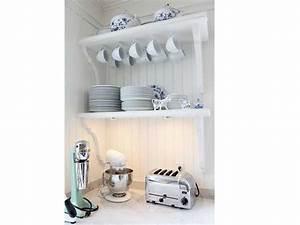 rangement cuisine retro avec deux etageres murales With deco cuisine pour etagere