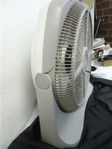 lasko gray 20 quot inch wind tunnel fan with remote as is
