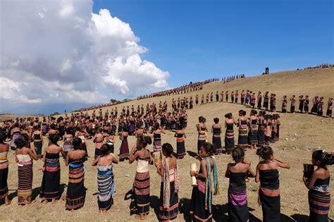 festival indonesia festival likurai timor