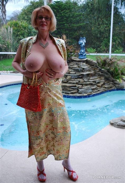 Mature Showing Boobs At Pool Porned Up
