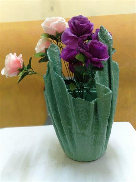 mewarnai pot bunga plastik
