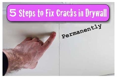 crack   drywall   coming