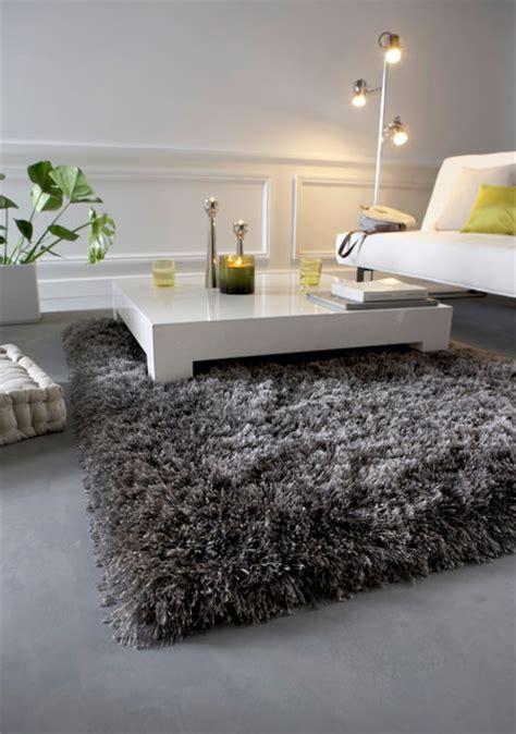 tapis shaggy gris argent  magnifique tapis shaggy