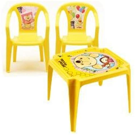 rehausseur de chaise winnie l ourson salon enfant winnie avec 1 table et 2 chaises oogarden