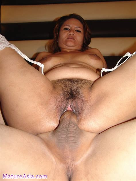 mature Asian Amateur From The philippines Showing Pusssy