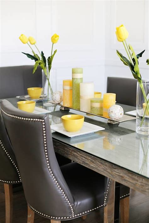 Tropical Dining Room Design with Decorative Balls