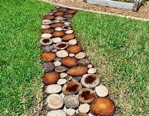 Gartenwege Aus Holz : gartenweg aus holz anlegen mit einer einfachen anleitung blumendeko ~ Eleganceandgraceweddings.com Haus und Dekorationen