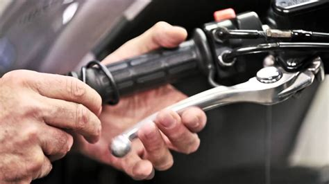 motorrad bremse entlüften dnm werkstatt nr 1 motorrad bremse druckpunkt verbessern