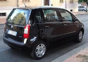 File 2006 Fiat Idea Rear Jpg