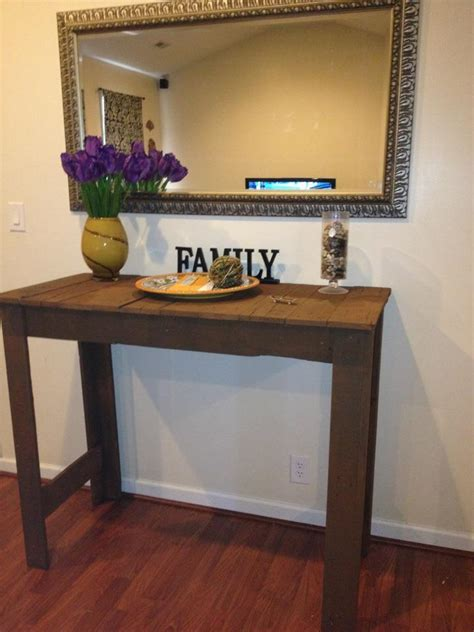 How To Make An Entryway Table by White Pallet Entryway Table Diy Projects