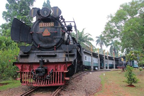 foto museum transportasi tmii taman mini jakarta lokasi sejarah jejakpiknikcom