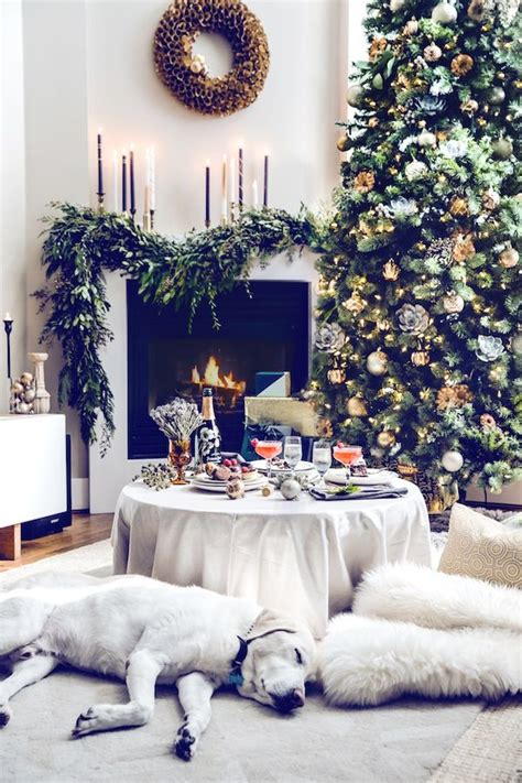 We love the way the christmas decorations in this formal living room pick up the room's existing decor. Christmas Living Room Decor Ideas - The WoW Style
