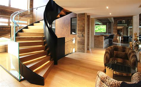 Escalier En Acier Suspendu Avec Verre Extra Blanc Et