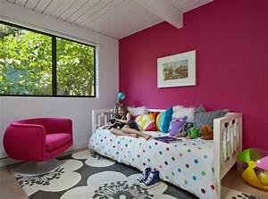 deco chambre enfant 77 idees qui vont vous inspirer With tapis chambre bébé avec tableau de bouquet de fleurs