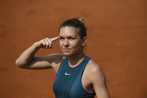 French Open 2018: Simona Halep beats Sloane Stephens in final - BBC Sport