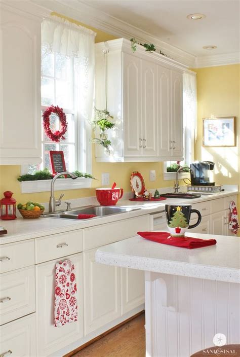 25 best ideas about yellow kitchen walls on