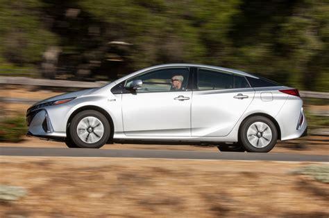 2017 Toyota Prius Prime Premium, Size