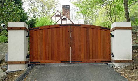 What's The Best Material For Your Entry Gate?