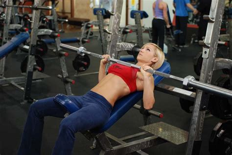 incline bench press how to do the incline bench press the right way