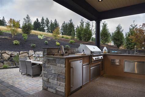 amenagement cuisine d ete outdoor kitchen with transitional deck patio