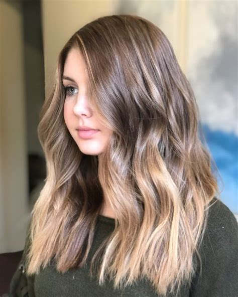 18 Most Flattering Long Hairstyles for Round Faces (2020
